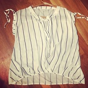 😍 Soho New York & Co Jeans top with navy stripes
